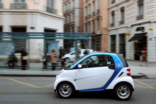 A man drives Smart fortwo coupe pure car