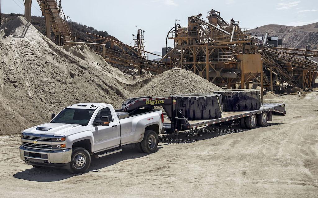 Chevy 3500 Dually Towing Capacity >> 10 Tough Trucks Boasting the Top Towing Capacity