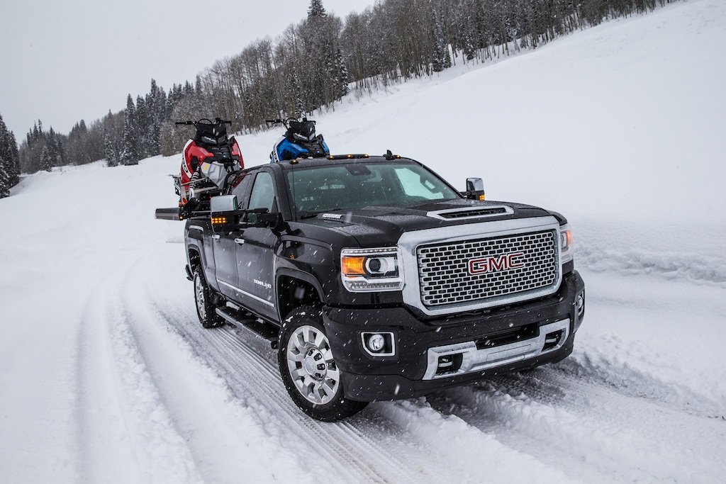 F250 Towing Capacity >> 10 Tough Trucks Boasting the Top Towing Capacity
