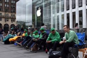 3 Analysts Weigh in on Apple's Record iPhone Pre-Orders