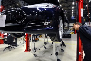 "A $35,000 Tesla? Battery Expert Says ""Unlikely"""