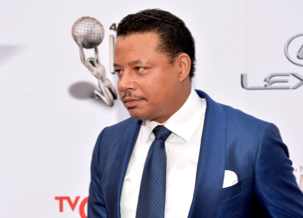 Terrence Howard is in a blue suit on the red carpet.