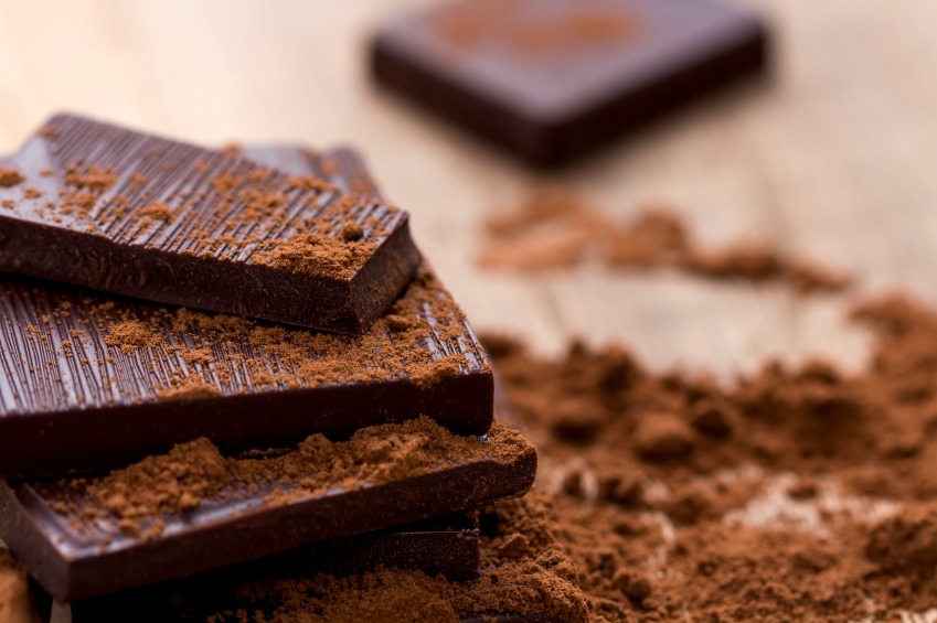 Pieces of dark chocolate and cacao