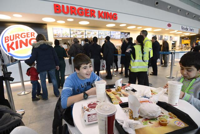Kids eating at Burger King