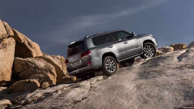 2015-Lexus-LX-exterior-action-mountain-road-overlay-1204x677-LXG032