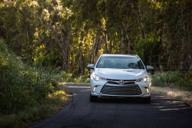 2015_Toyota_Camry_XLE_007