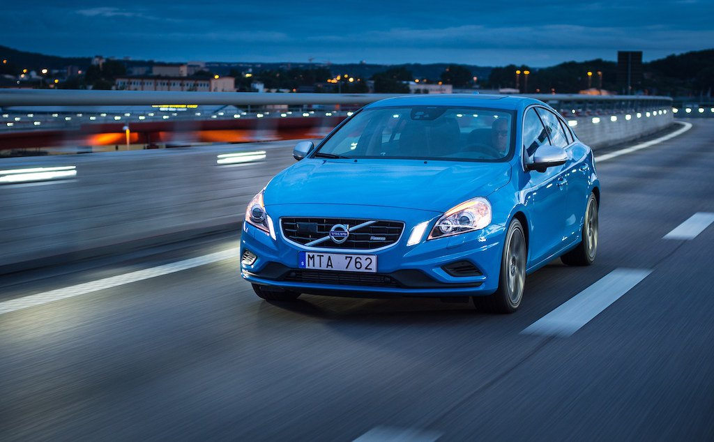 A blue 2013 S60 T6 R-Design