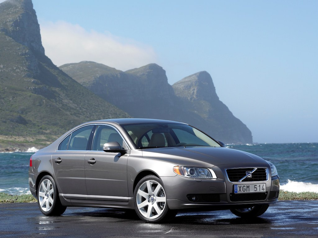 2007 volvo s80 awd parked on the beach