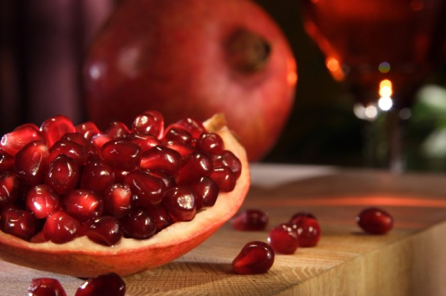 Use pomegranates to make Mexican breakfasts