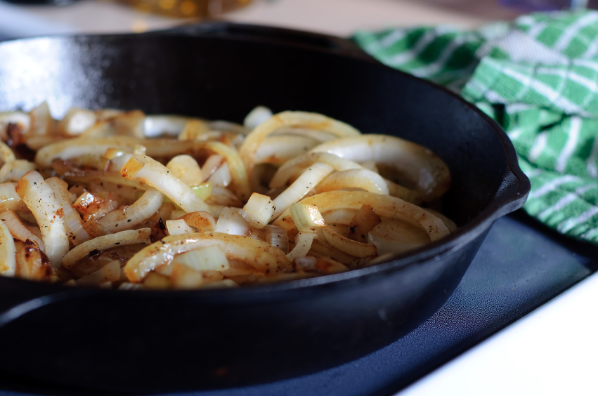 Onions, pan, cooking