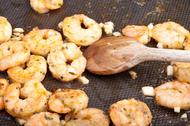 Shrimp cooking with garlic