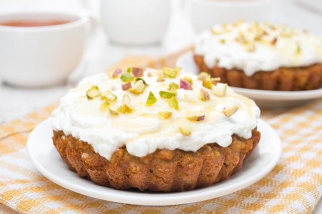 mini carrot cakes with cream of mascarpone and honey close-up
