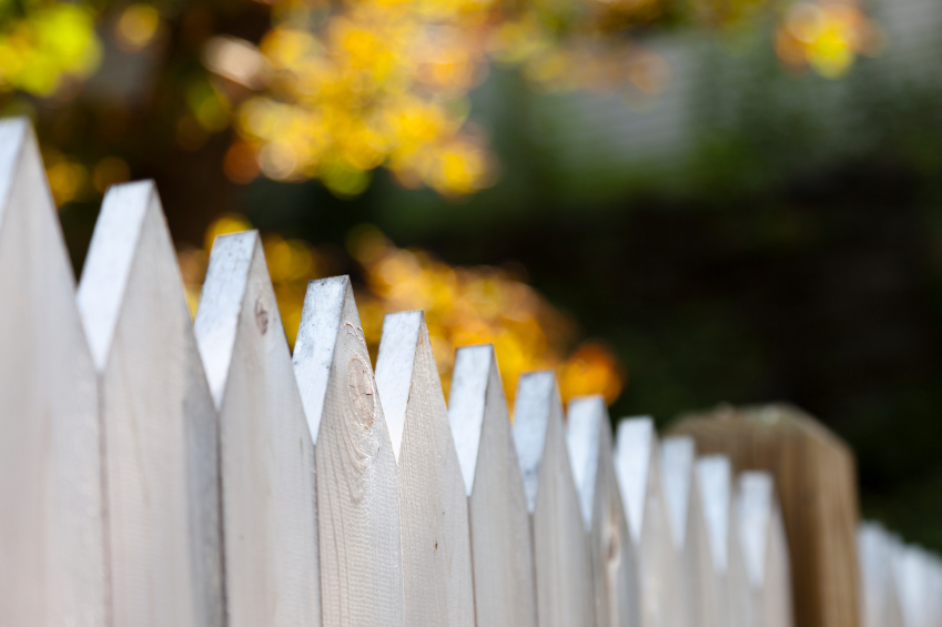 A white picket fence with short focus