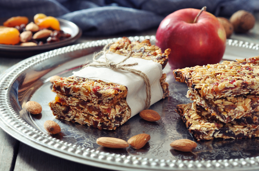 Granola bars, apple