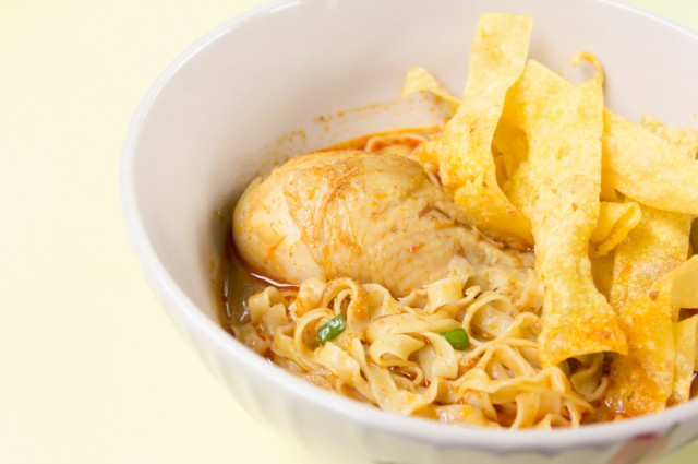 Egg Noodle, Chicken in Curry Soup