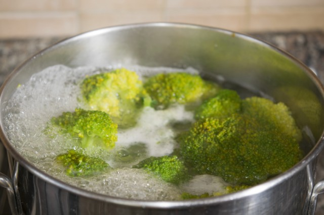 Cooking broccoli