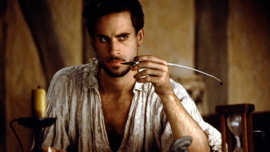 Joseph Fiennes as William Shakespeare holding a quill in Shakespeare in Love