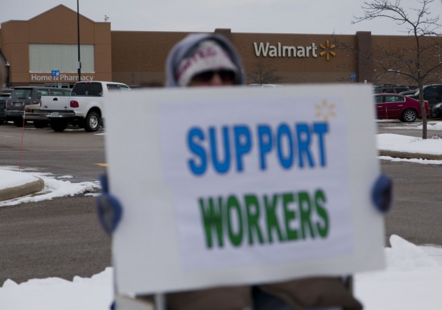 2 Reasons American Retailers Are Caving on the Minimum Wage