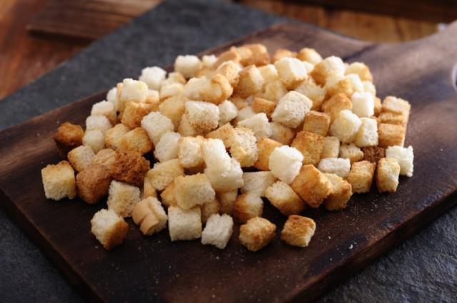 Cubed baguette pieces