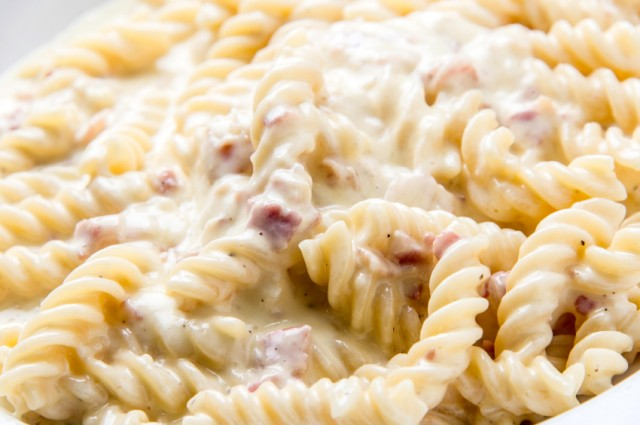 pasta with creamy cheese