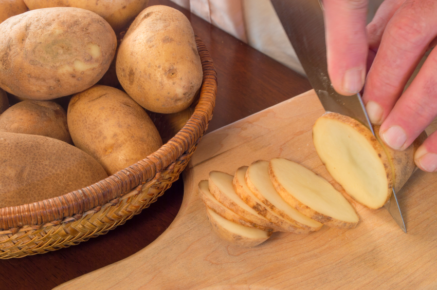 Slicing potatoes, cooking