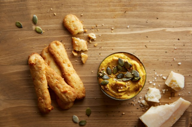 Hummus with cheesy crackers for the perfect appetizer