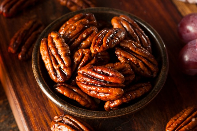 Candied Pecans with Cinnamon