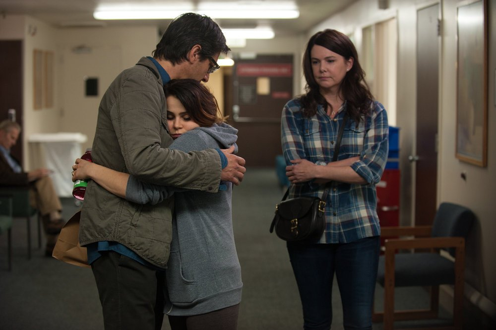 Ray Romano, Mae Whitman, and Lauren Graham act in Parenthood.