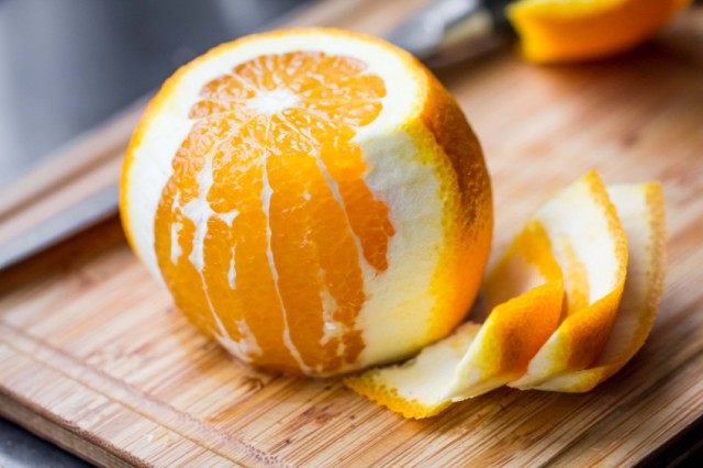 an orange contains fiber