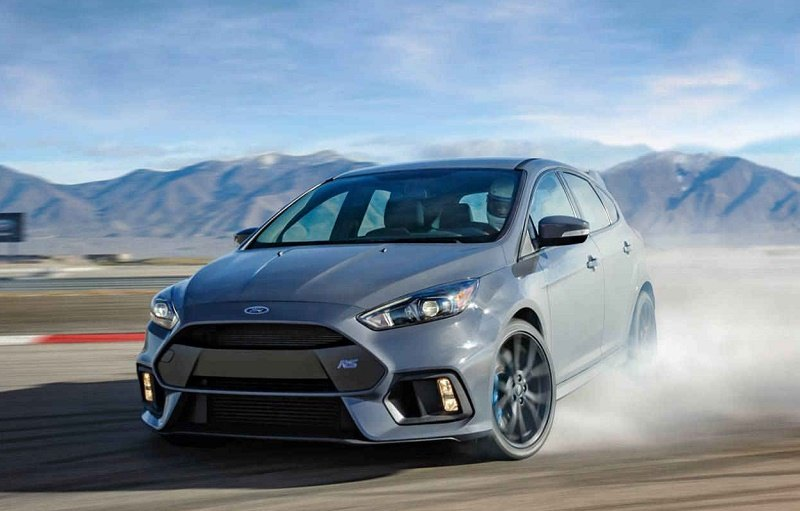 View of gray Ford Focus RS adrift