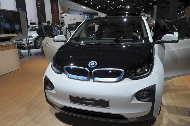 FRANCE-AUTO-SHOW-BMW