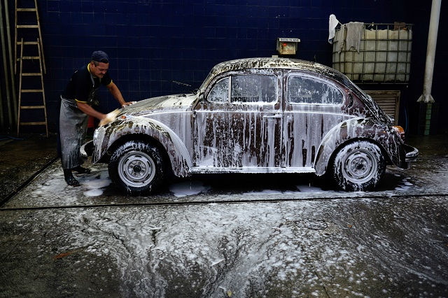BRAZIL-DAILY LIFE-CAR WASH-BEETLE-VOLKSWAGEN