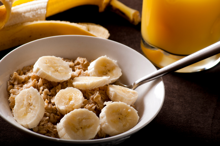 oatmeal with bananas for breakfast