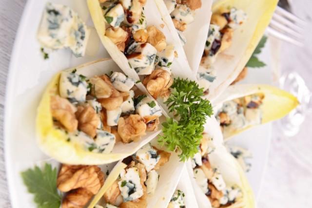chicory/endive, cheese, walnut and honey