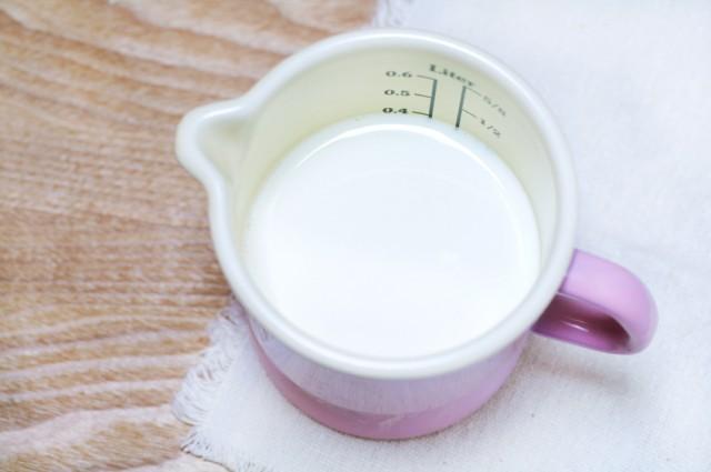 Milk, measuring cup