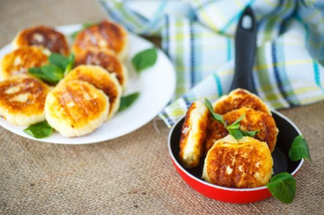 cheesecakes fritters, mini pancakes