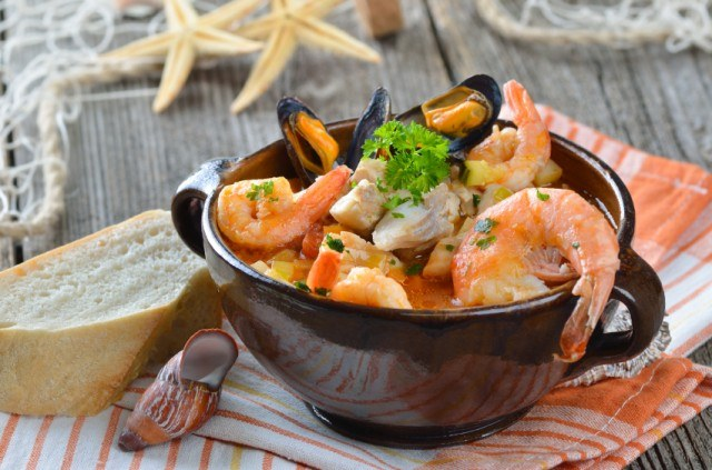 seafood stew with tomatoes and parsley