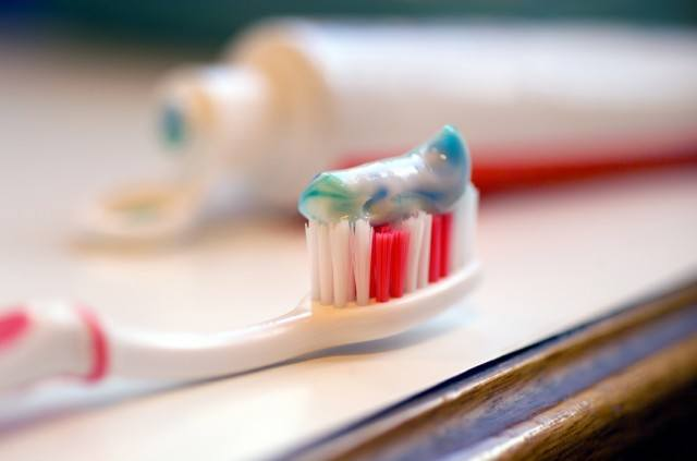 Toothbrush, Toothpaste