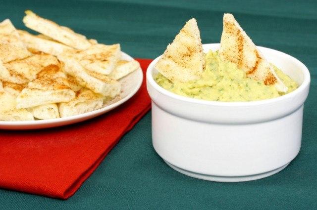 Hummus, tandoori naan