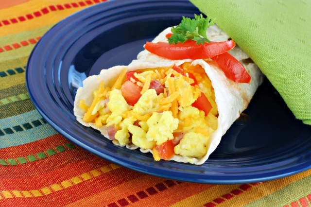 scrambled egg wrap with tomatoes and peppers