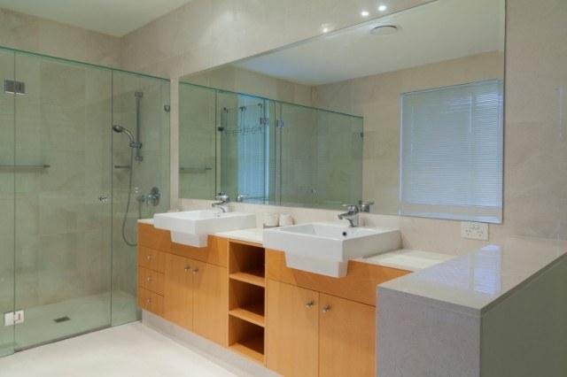 Double sinks bathroom