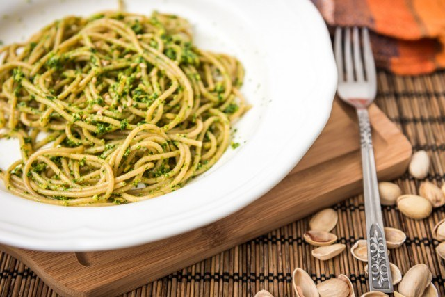 Spaghetti Pasta, Noodle Pesto, pistachios