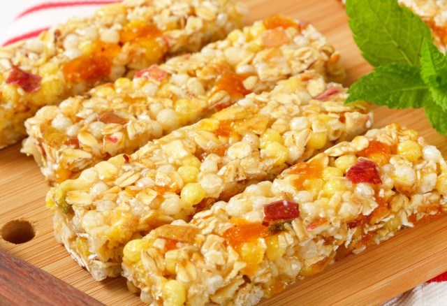granola bars with pieces of dried apricot and apple