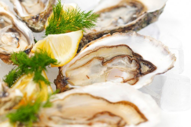 Oysters with lemon and dill