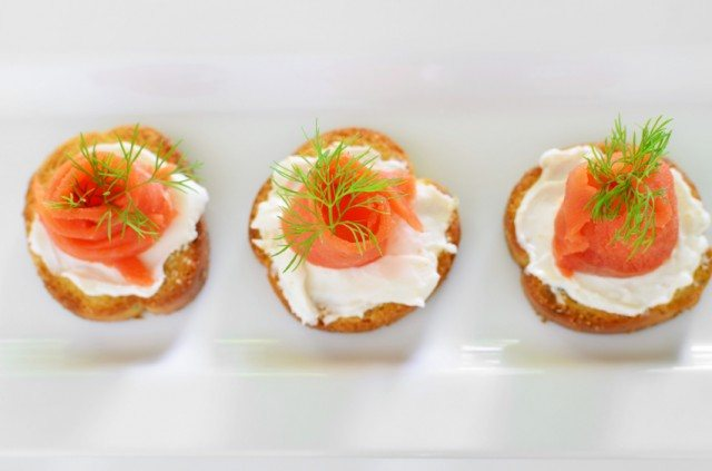 Pepper and Pesto Muffins with Cream Cheese and Salmon