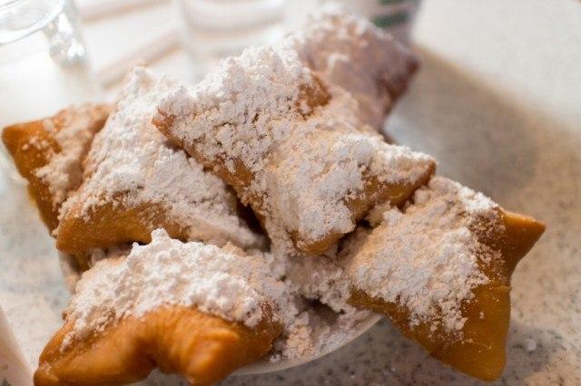 beignets, powdered sugar doughnuts