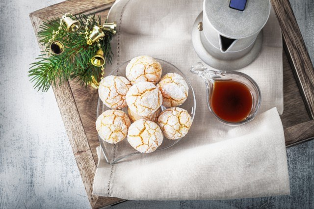 Almonds Cookies, powdered sugar