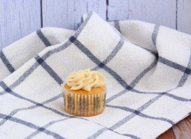 vanilla cupcake, buttercream