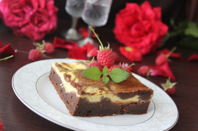 Marbled Chocolate Cheesecake Brownie