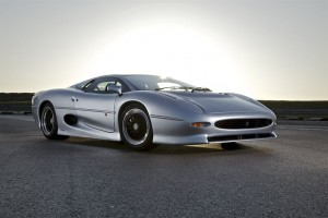 Bridgestone and Pirelli Developing New Tires for the Jaguar XJ220
